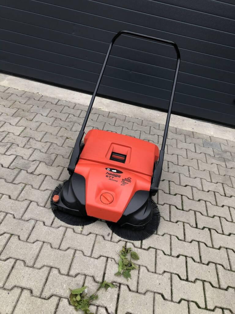 Haaga veegmachine met blaadjes
